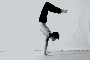 will_handstand_bw_scorpion